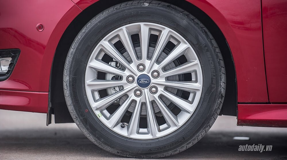 """Đánh giá Focus mới – """"Vũ khí sắc lẹm"""" của Ford - Hình 4"""