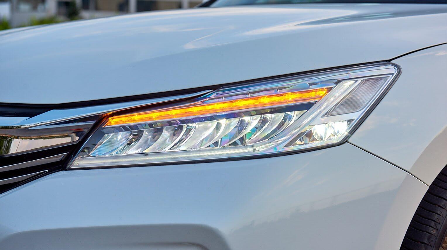 Đánh giá Honda Accord 2016: Ưa nhìn hơn, trang bị tốt hơn và lái phấn khích hơn - Hình 5