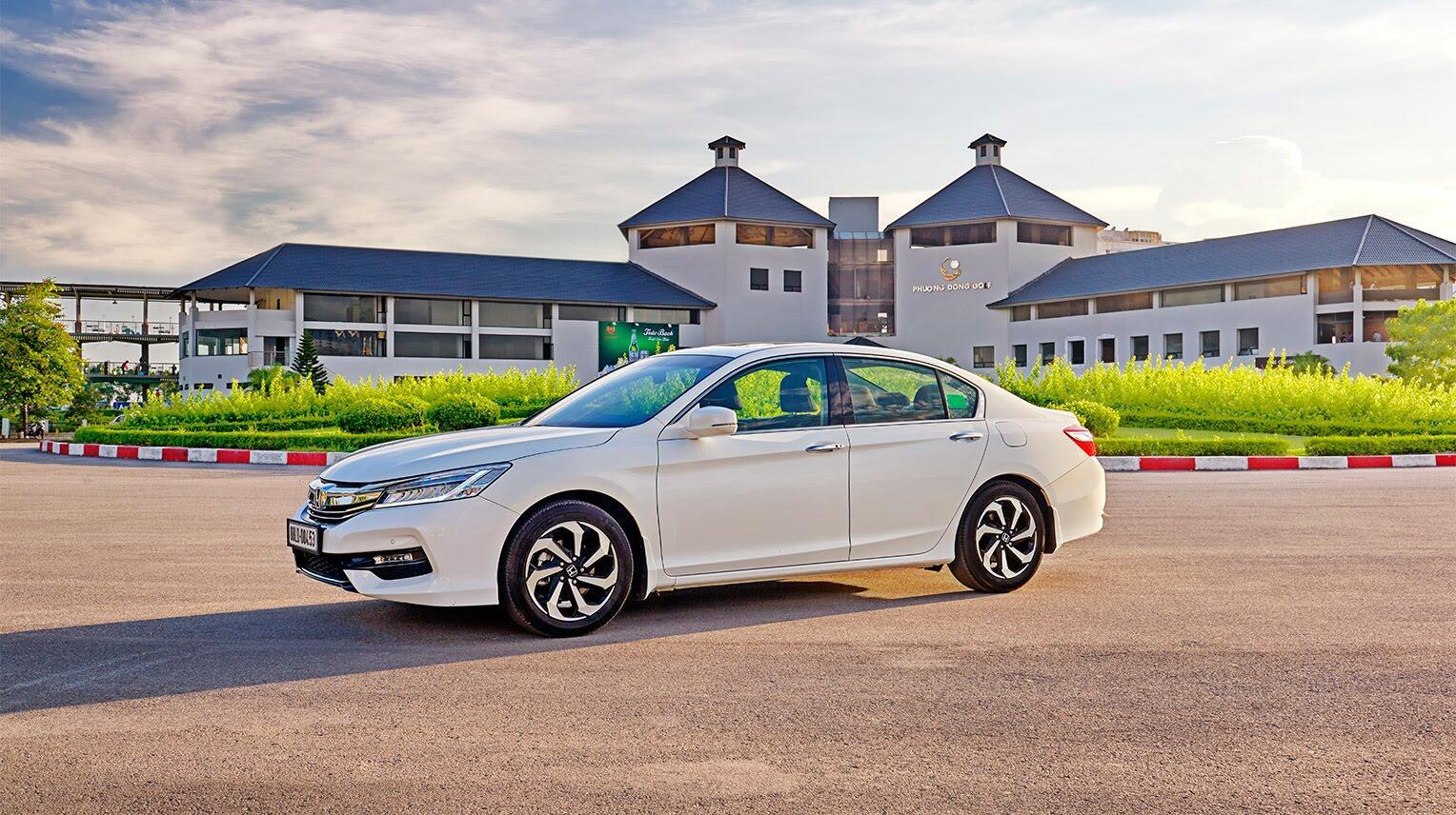 Đánh giá Honda Accord 2016: Ưa nhìn hơn, trang bị tốt hơn và lái phấn khích hơn - Hình 6