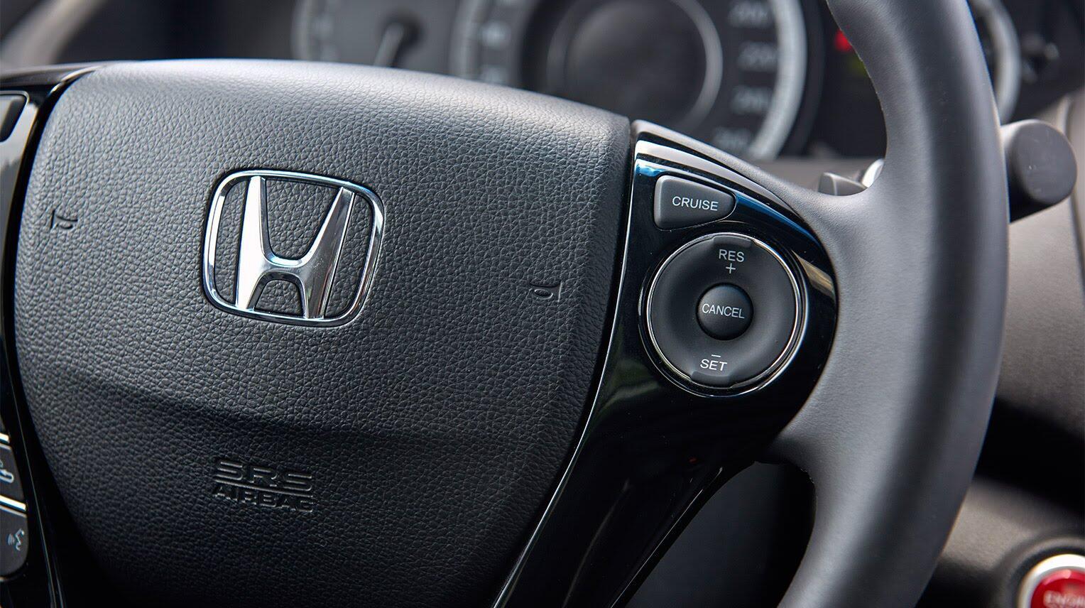 Đánh giá Honda Accord 2016: Ưa nhìn hơn, trang bị tốt hơn và lái phấn khích hơn - Hình 15