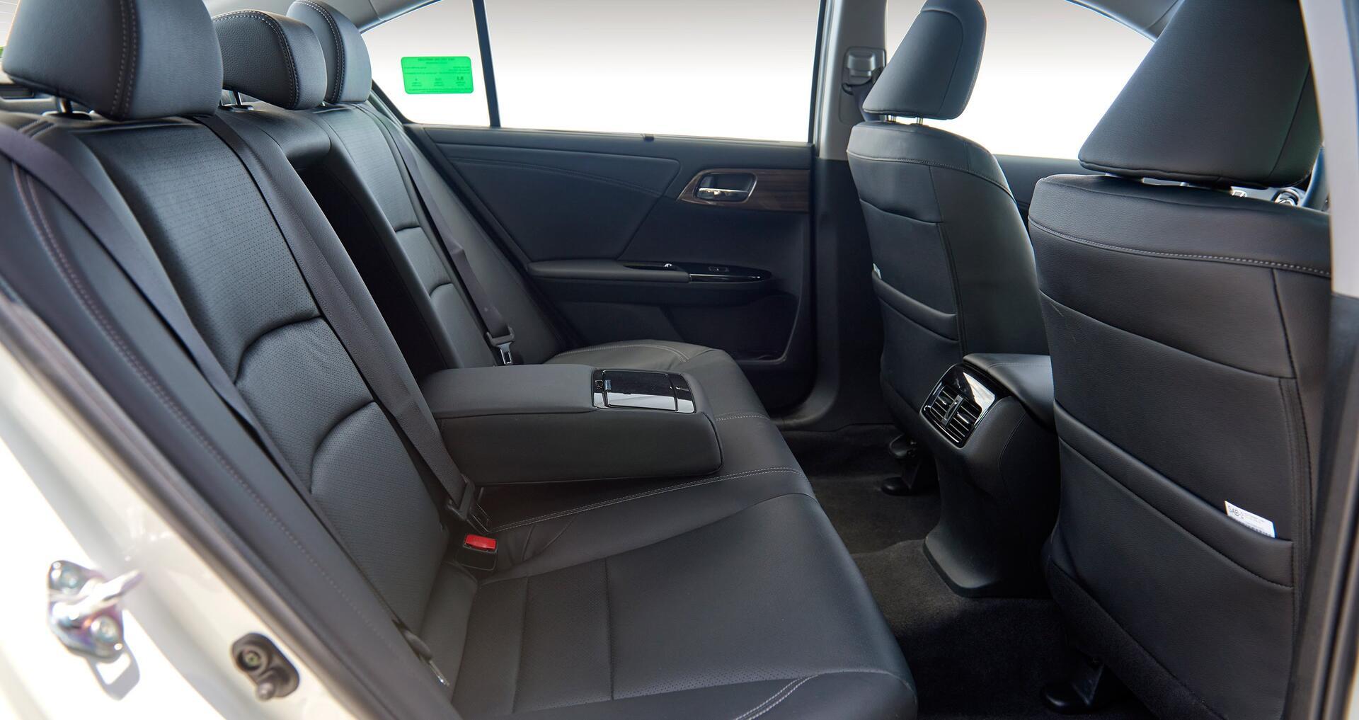 Đánh giá Honda Accord 2016: Ưa nhìn hơn, trang bị tốt hơn và lái phấn khích hơn - Hình 20