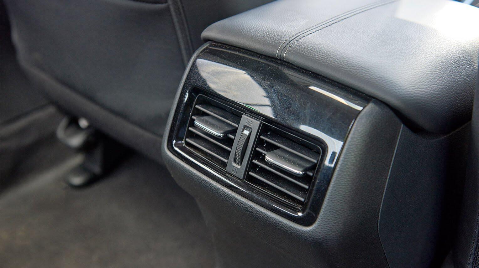 Đánh giá Honda Accord 2016: Ưa nhìn hơn, trang bị tốt hơn và lái phấn khích hơn - Hình 21