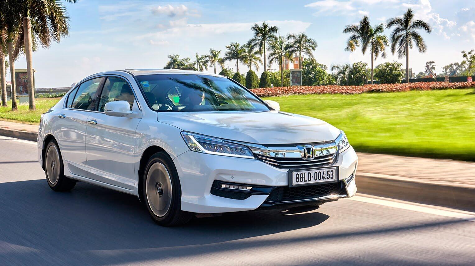 Đánh giá Honda Accord 2016: Ưa nhìn hơn, trang bị tốt hơn và lái phấn khích hơn - Hình 29
