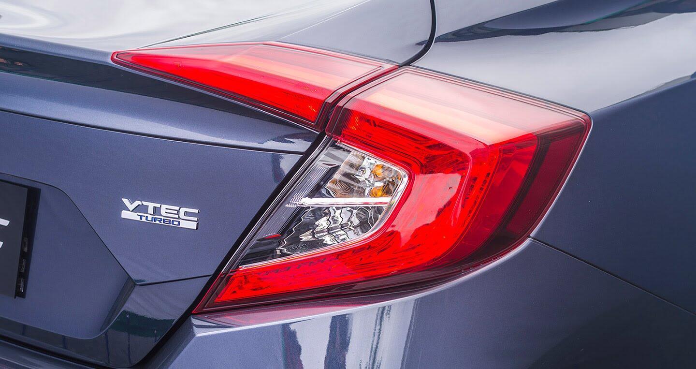 """Đánh giá Honda Civic 1.5L VTEC Turbo 2016: Mẫu sedan đáng """"đồng tiền bát gạo""""! - Hình 2"""