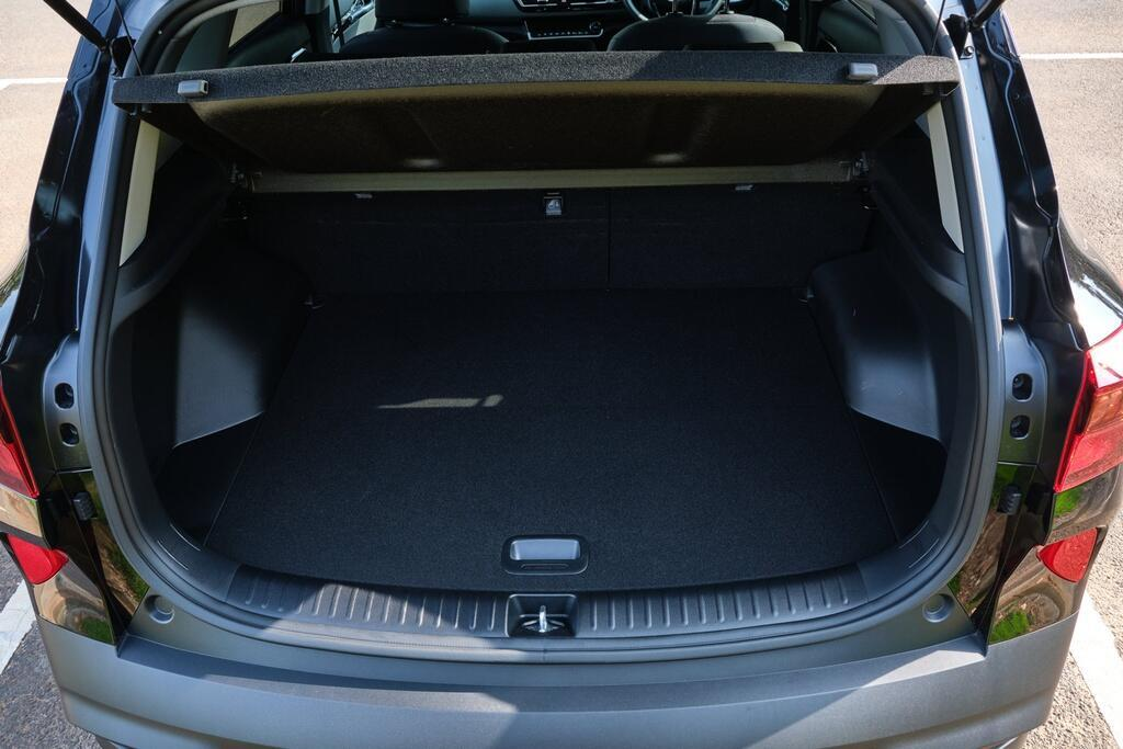 Danh gia Kia Seltos Sport+ AWD 2020 – SUV rong rai, lai thoai mai hinh anh 22 Kia_Seltos_17.jpg