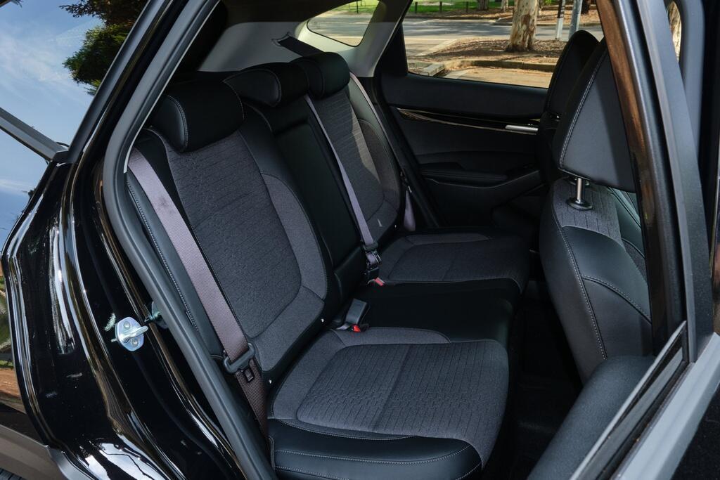 Danh gia Kia Seltos Sport+ AWD 2020 – SUV rong rai, lai thoai mai hinh anh 20 Kia_Seltos_28.jpg