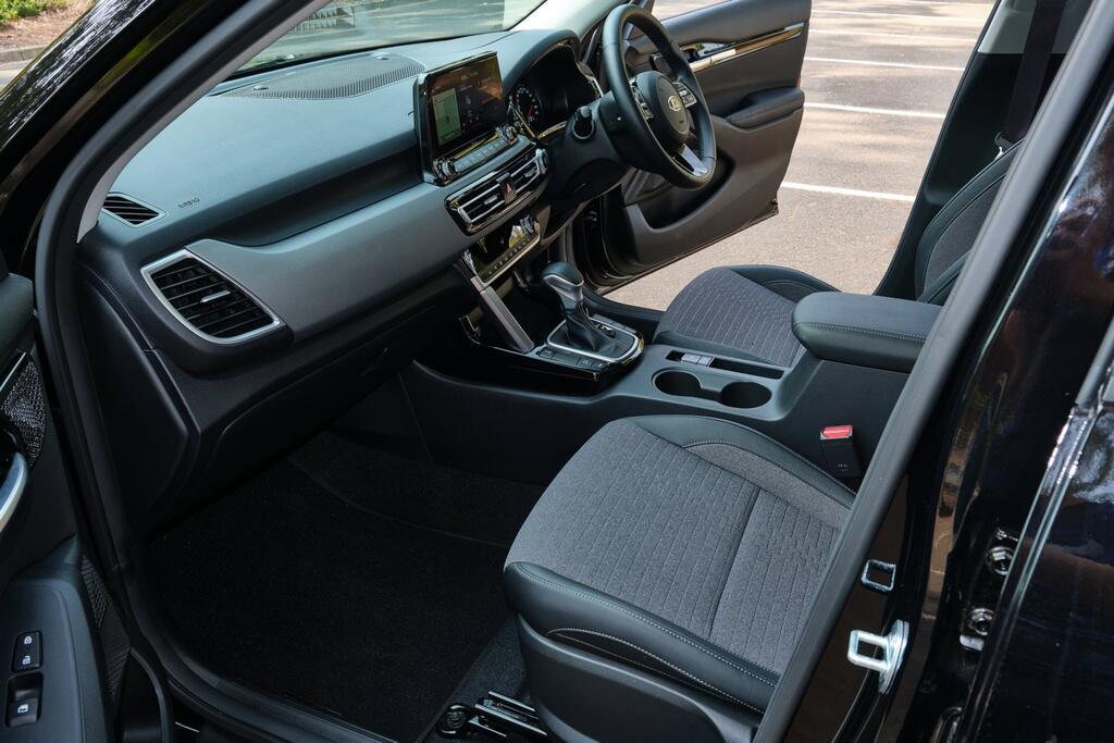 Danh gia Kia Seltos Sport+ AWD 2020 – SUV rong rai, lai thoai mai hinh anh 16 Kia_Seltos_36.jpg