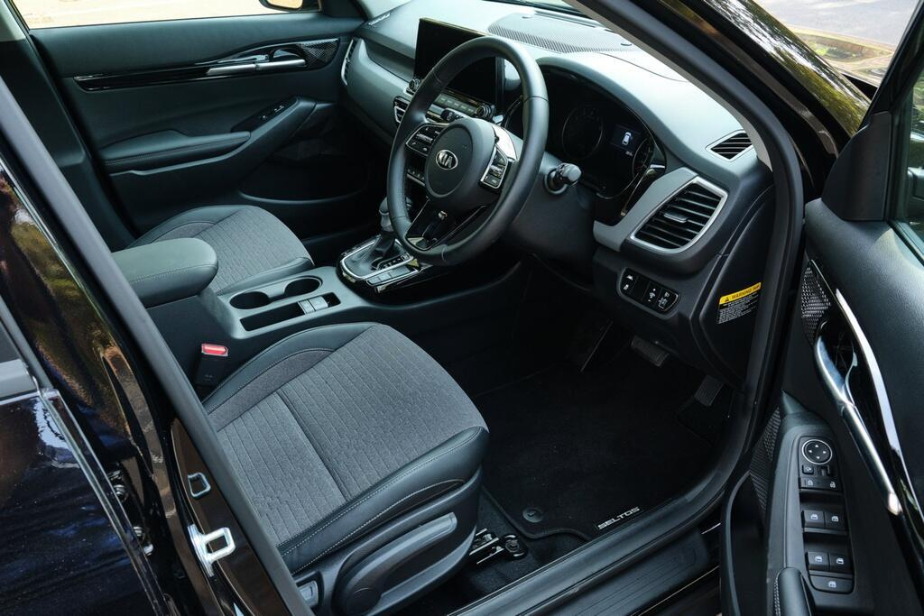 Danh gia Kia Seltos Sport+ AWD 2020 – SUV rong rai, lai thoai mai hinh anh 15 Kia_Seltos_23.jpg