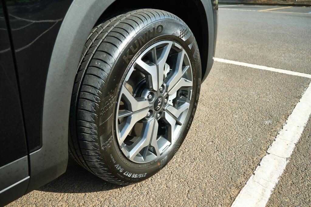 Danh gia Kia Seltos Sport+ AWD 2020 – SUV rong rai, lai thoai mai hinh anh 11 Kia_Seltos_9.jpg