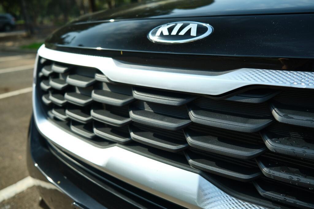 Danh gia Kia Seltos Sport+ AWD 2020 – SUV rong rai, lai thoai mai hinh anh 7 Kia_Seltos_7.jpg