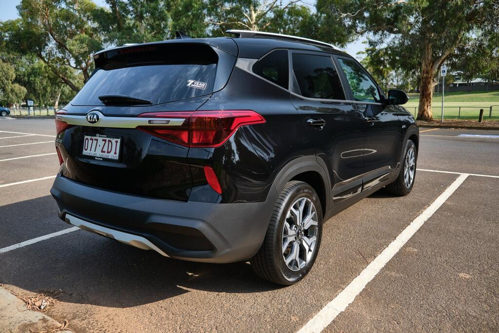 Danh gia Kia Seltos Sport+ AWD 2020 – SUV rong rai, lai thoai mai hinh anh 4 Kia_Seltos_10.jpg