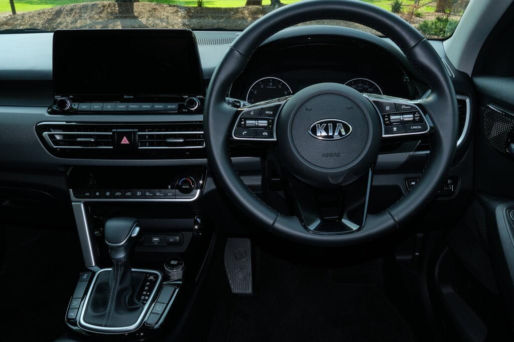 Danh gia Kia Seltos Sport+ AWD 2020 – SUV rong rai, lai thoai mai hinh anh 14 Kia_Seltos_26.jpg
