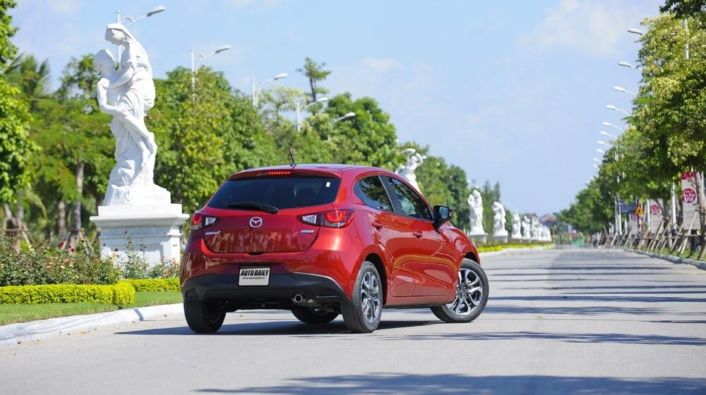 """Đánh giá Mazda2: """"Chuẩn"""" xe đi phố - Hình 8"""