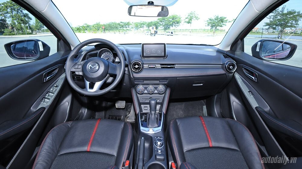 """Đánh giá Mazda2: """"Chuẩn"""" xe đi phố - Hình 9"""