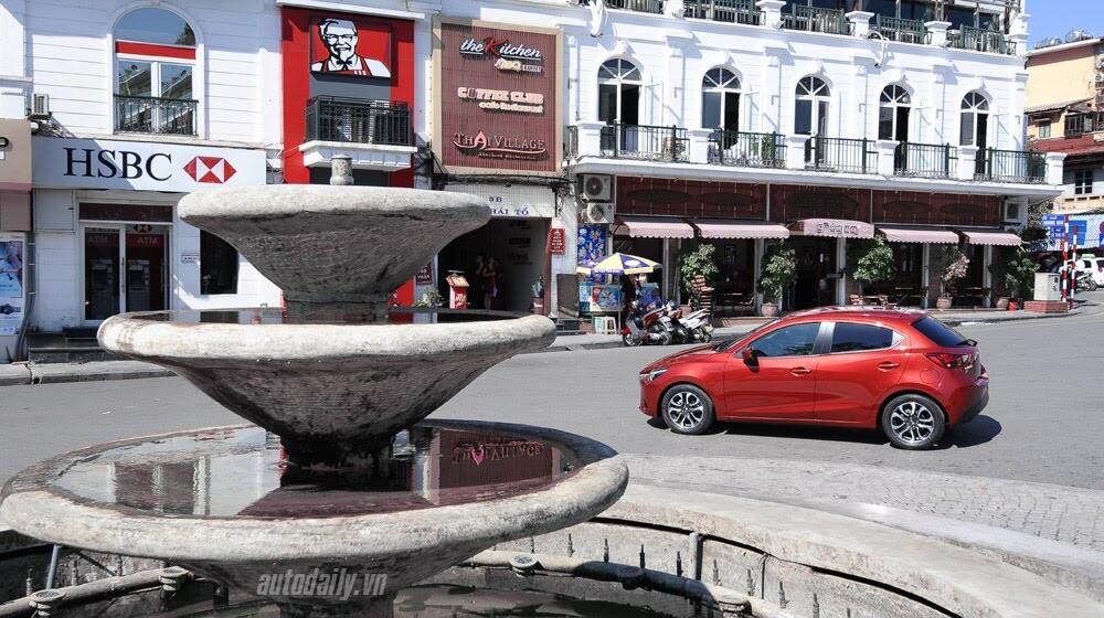 """Đánh giá Mazda2: """"Chuẩn"""" xe đi phố - Hình 19"""