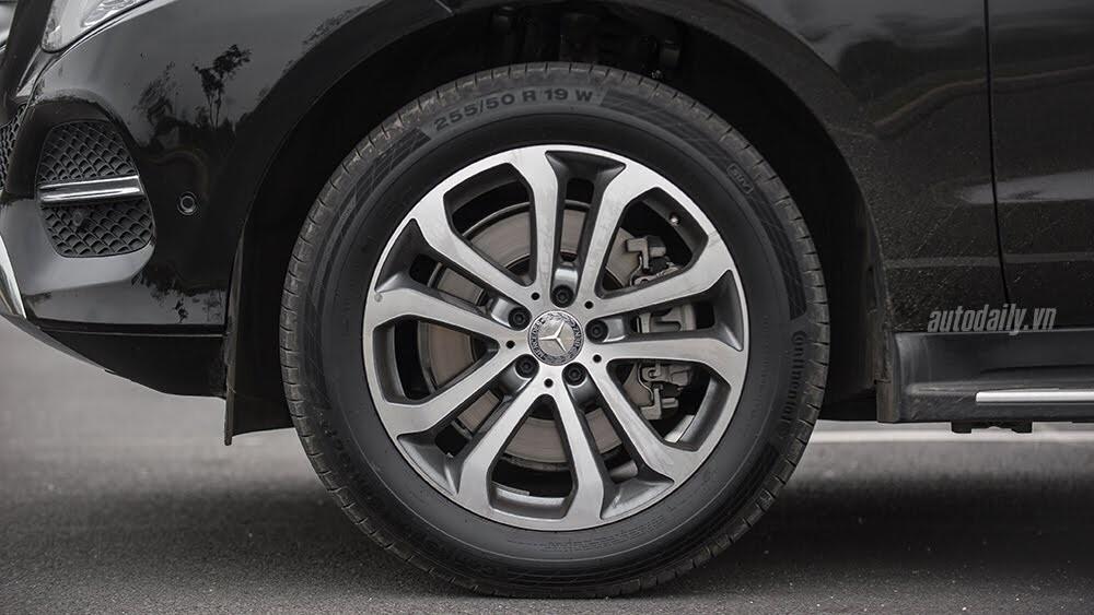 Đánh giá Mercedes-Benz GLE400 4Matic: Bước chuyển mình ngoạn mục - Hình 6