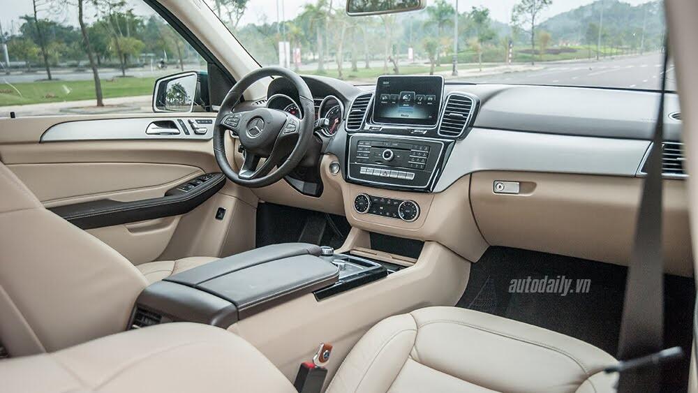 Đánh giá Mercedes-Benz GLE400 4Matic: Bước chuyển mình ngoạn mục - Hình 10