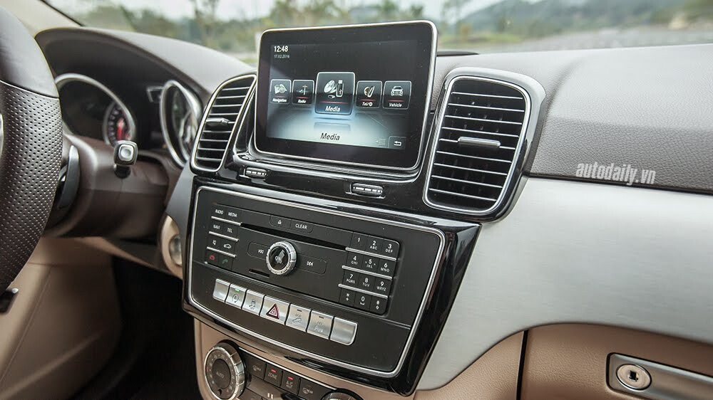 Đánh giá Mercedes-Benz GLE400 4Matic: Bước chuyển mình ngoạn mục - Hình 13