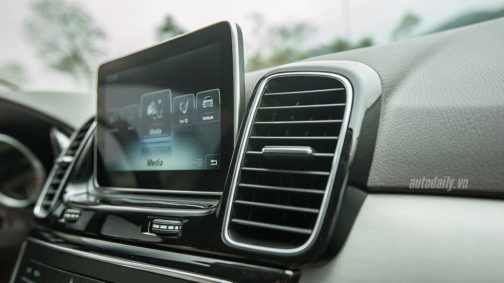 Đánh giá Mercedes-Benz GLE400 4Matic: Bước chuyển mình ngoạn mục - Hình 15