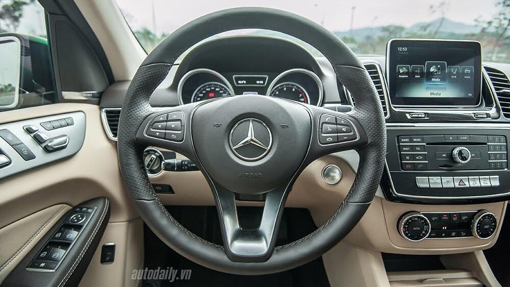 Đánh giá Mercedes-Benz GLE400 4Matic: Bước chuyển mình ngoạn mục - Hình 18