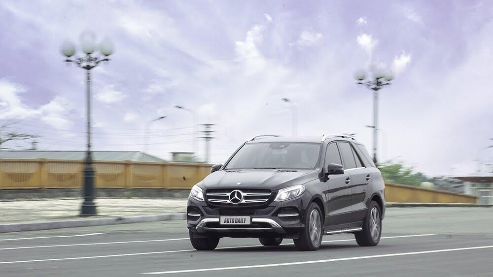 Đánh giá Mercedes-Benz GLE400 4Matic: Bước chuyển mình ngoạn mục - Hình 24