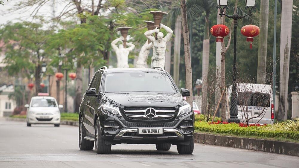 Đánh giá Mercedes-Benz GLE400 4Matic: Bước chuyển mình ngoạn mục - Hình 27