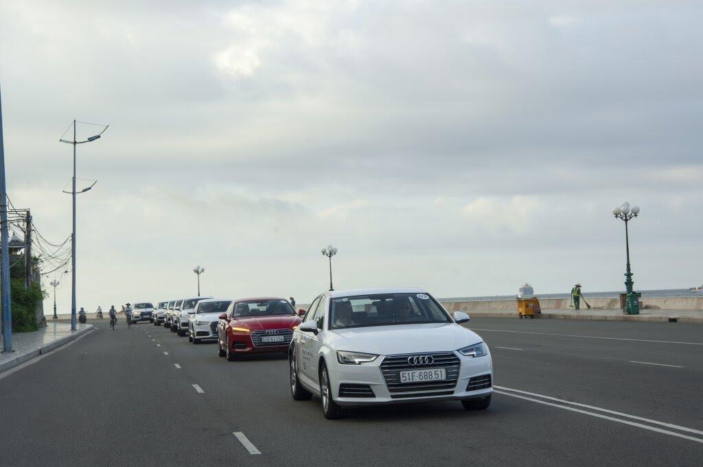 Đánh giá nhanh Audi Q5 2017 - động cơ 2.0L tăng áp, nội thất đẹp, ngoại hình giống Q7 - Hình 2