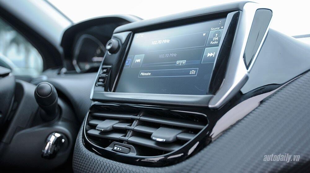 """Đánh giá Peugeot 208 – """"Xế"""" nhỏ đẳng cấp châu Âu - Hình 9"""