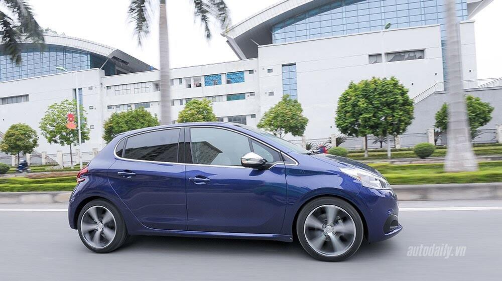 """Đánh giá Peugeot 208 – """"Xế"""" nhỏ đẳng cấp châu Âu - Hình 12"""