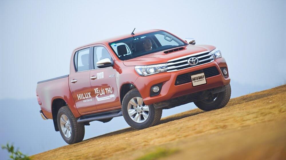 Đánh giá Toyota Hilux 3.0AT 2015: Vượt lên khái niệm xe bán tải - Hình 1