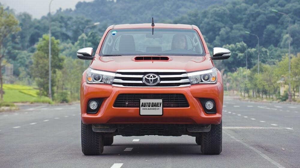 Đánh giá Toyota Hilux 3.0AT 2015: Vượt lên khái niệm xe bán tải - Hình 2