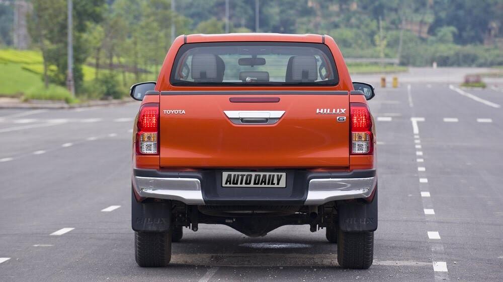 Đánh giá Toyota Hilux 3.0AT 2015: Vượt lên khái niệm xe bán tải - Hình 3