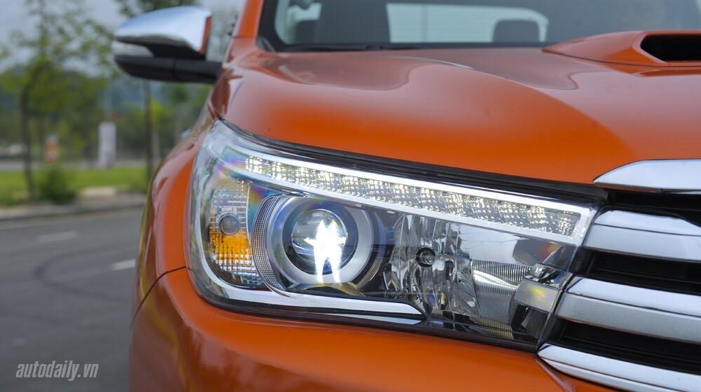 Đánh giá Toyota Hilux 3.0AT 2015: Vượt lên khái niệm xe bán tải - Hình 4