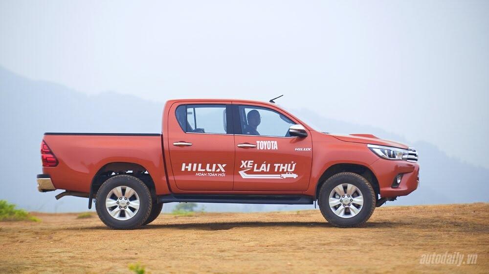 Đánh giá Toyota Hilux 3.0AT 2015: Vượt lên khái niệm xe bán tải - Hình 8