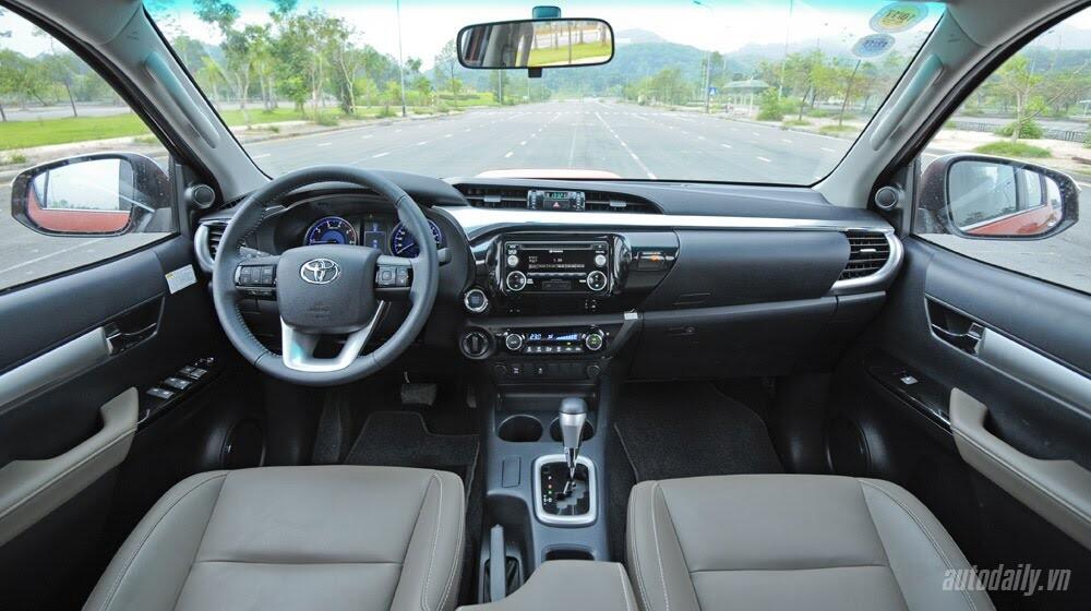 Đánh giá Toyota Hilux 3.0AT 2015: Vượt lên khái niệm xe bán tải - Hình 9