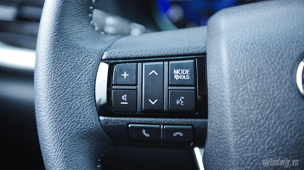 Đánh giá Toyota Hilux 3.0AT 2015: Vượt lên khái niệm xe bán tải - Hình 10