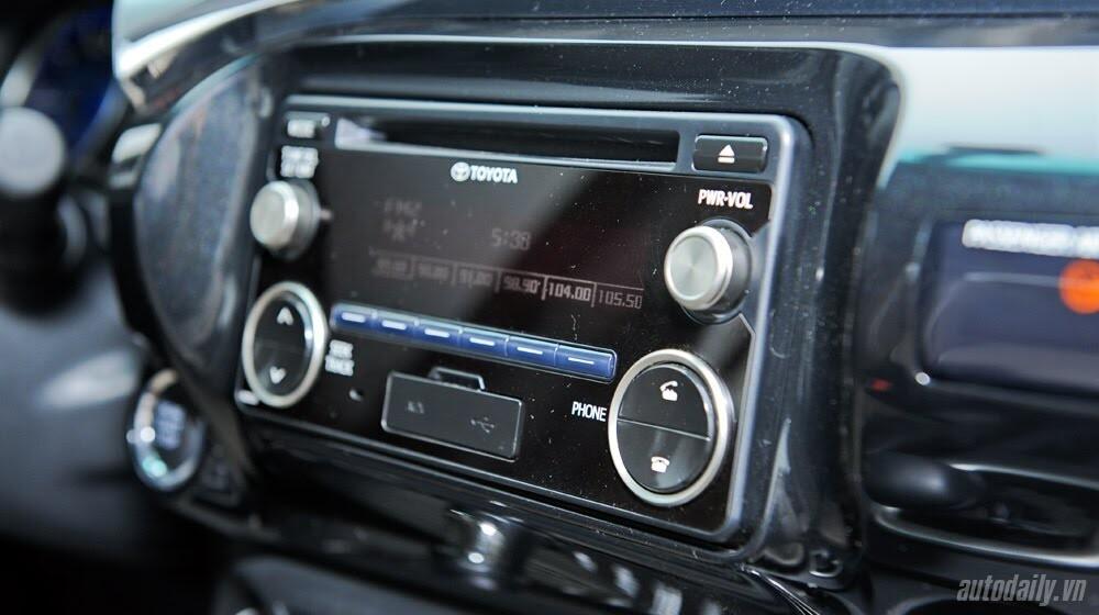 Đánh giá Toyota Hilux 3.0AT 2015: Vượt lên khái niệm xe bán tải - Hình 11