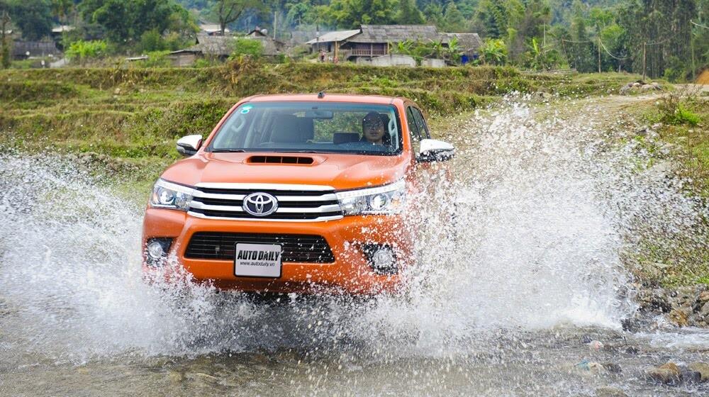 Đánh giá Toyota Hilux 3.0AT 2015: Vượt lên khái niệm xe bán tải - Hình 18