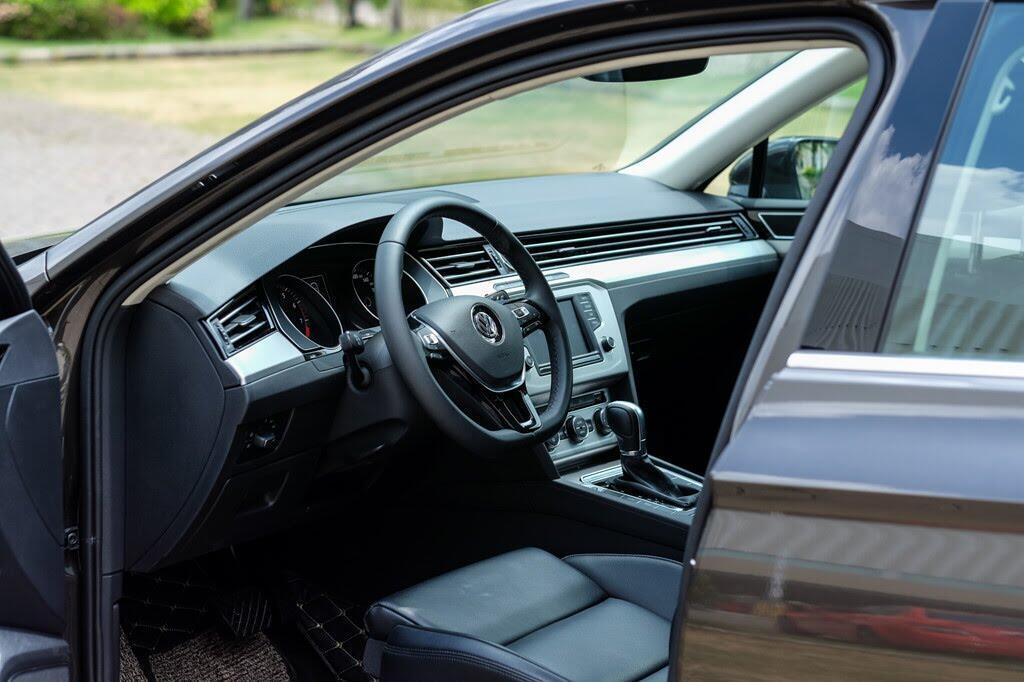 Đánh giá Volkswagen Passat Bluemotion: Hợp với khách trung tuổi - Hình 3