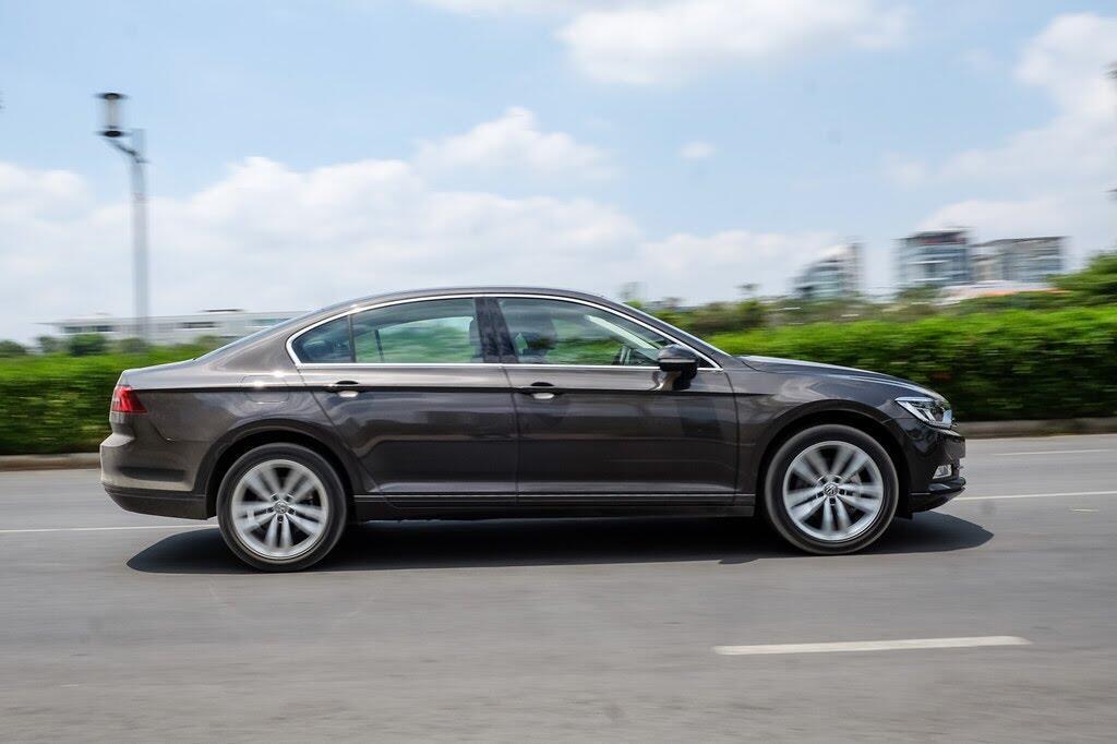 Đánh giá Volkswagen Passat Bluemotion: Hợp với khách trung tuổi - Hình 4