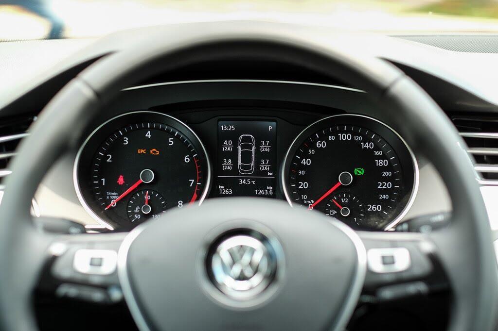 Đánh giá Volkswagen Passat Bluemotion: Hợp với khách trung tuổi - Hình 5