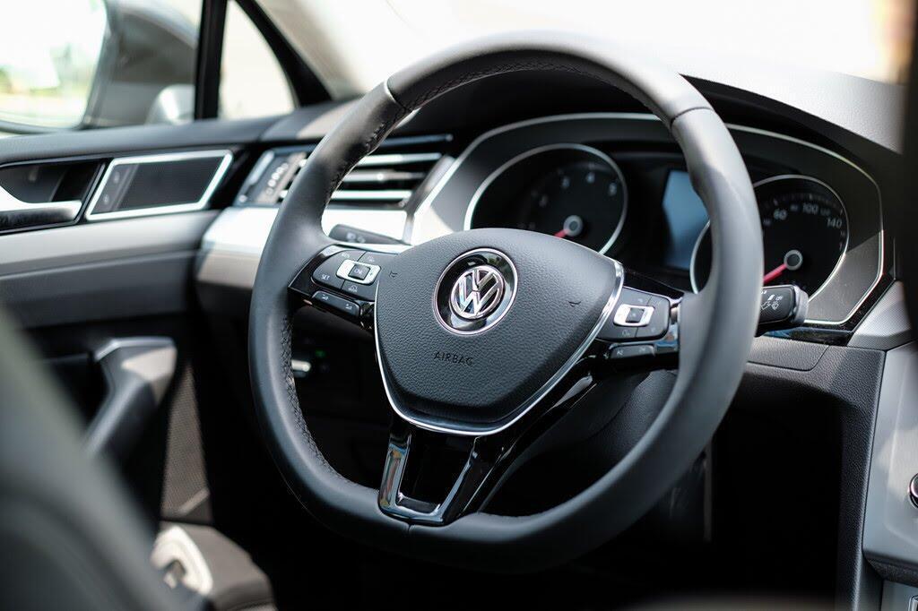 Đánh giá Volkswagen Passat Bluemotion: Hợp với khách trung tuổi - Hình 6