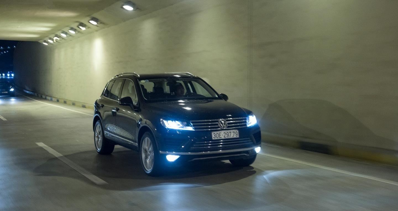 Đánh giá xe Volkswagen Touareg 2016: Riêng một lối đi - Hình 15