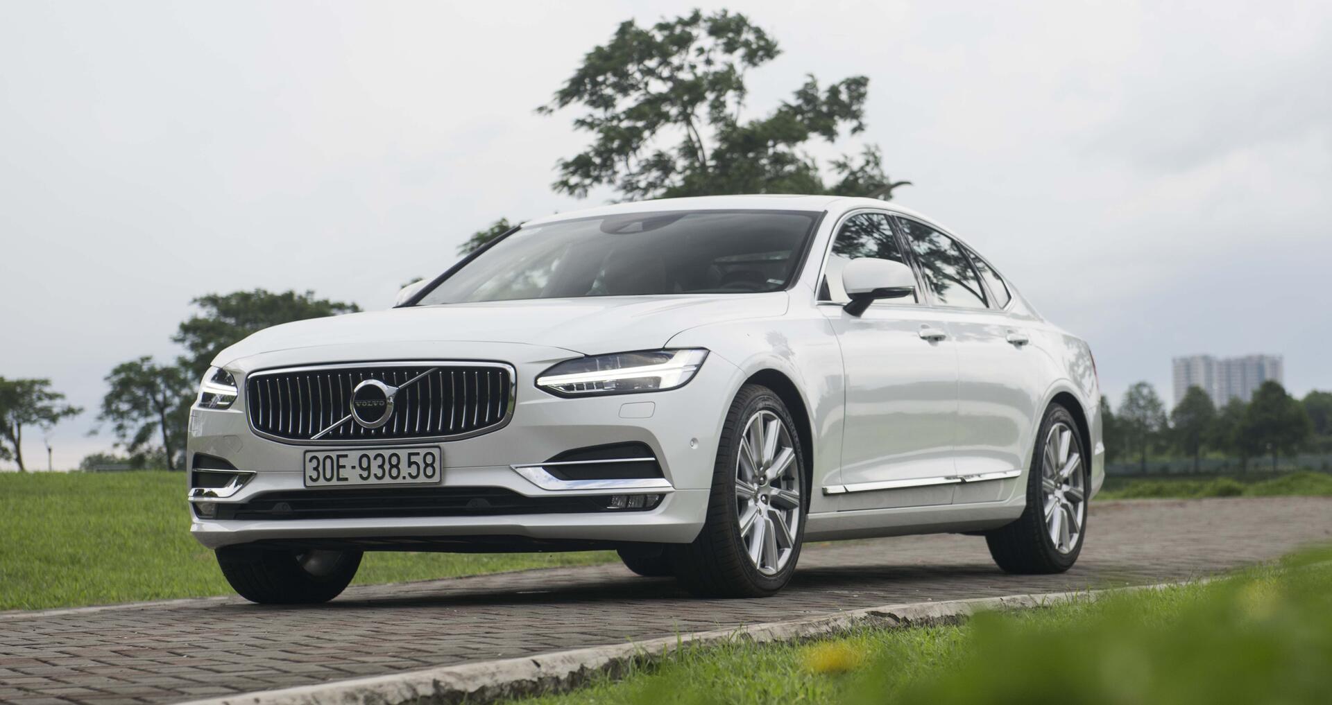 """Đánh giá xe Volvo S90 Inscription 2017: """"Gió mới"""" từ Bắc Âu giá 2,7 tỷ đồng - Hình 1"""