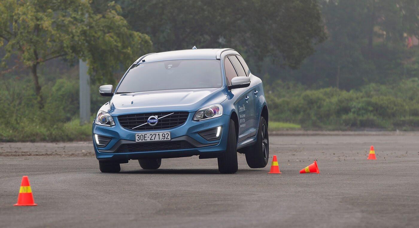 Đánh giá xe Volvo XC60 R-Design: Chuẩn mực xe an toàn - Hình 8