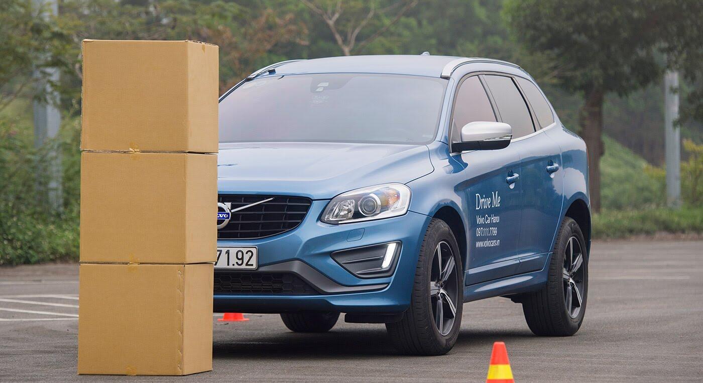 Đánh giá xe Volvo XC60 R-Design: Chuẩn mực xe an toàn - Hình 9