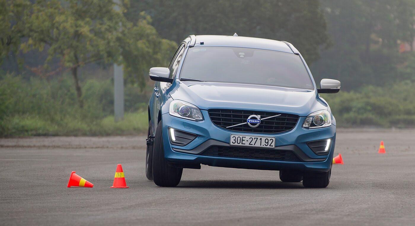 Đánh giá xe Volvo XC60 R-Design: Chuẩn mực xe an toàn - Hình 11