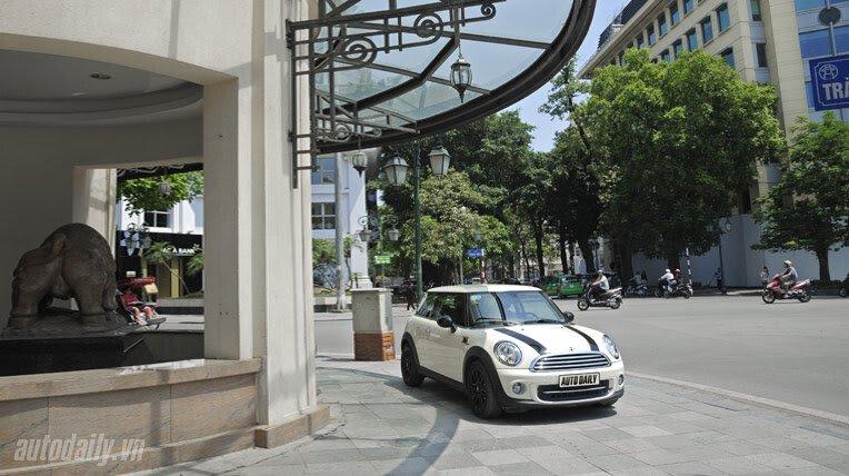 Dạo phố cùng MINI Cooper Baker Street - Hình 1