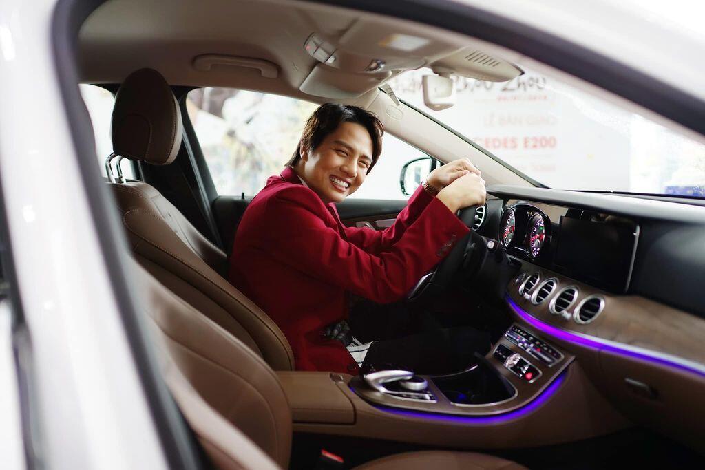 Duy Khánh Zhou Zhou tậu Mercedes-Benz E200 mừng sinh nhật tuổi 25 - Hình 2