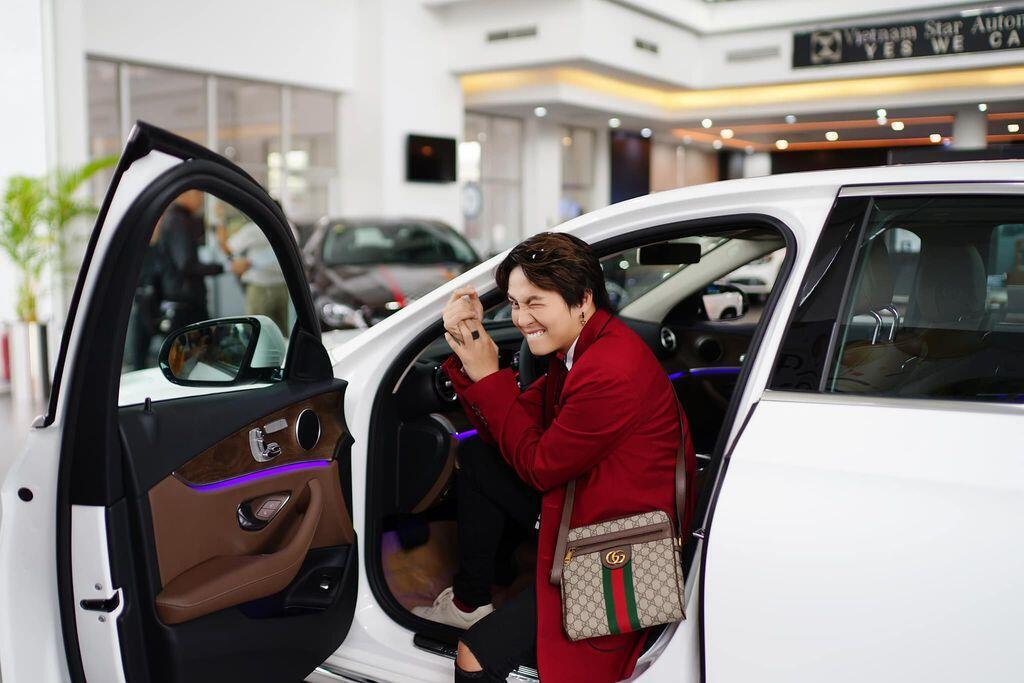 Duy Khánh Zhou Zhou tậu Mercedes-Benz E200 mừng sinh nhật tuổi 25 - Hình 3